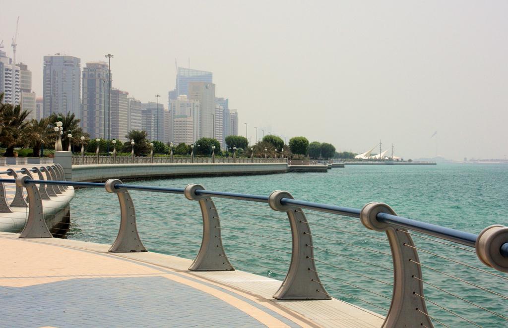 Corniche, Abu Dhabi, UAE Attribution: Jan Smith