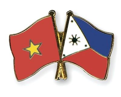 Vietnam-Philippines-flag-pins